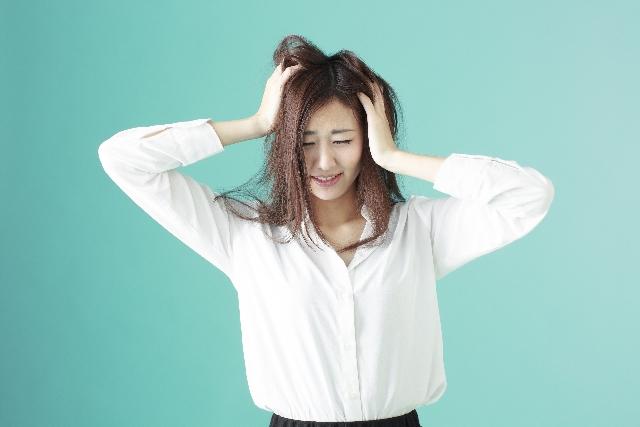 洋服の管理が出来ずコーディネートに悩む女性