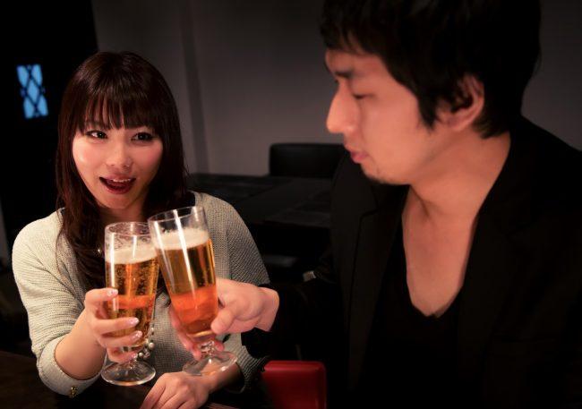 飲み会に参加する既婚者男性
