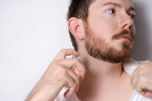 脱毛を考える髭の濃い男性